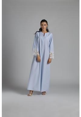 فستان أزرق فاتح كتان بأكمام دانتيل
