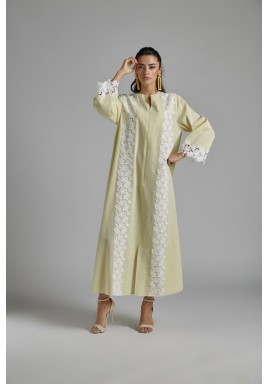 فستان أصفر كتان مطرز بالدانتيل