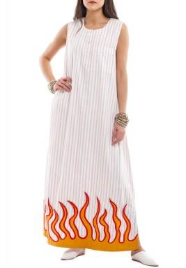 فستان أبيض مخطط بطبعة شعلة