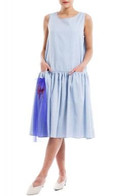 فستان أزرق مطرز بدون أكمام