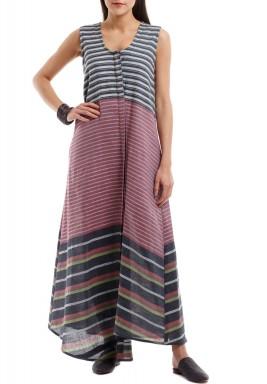 فستان ملون ومخطط بدون أكمام
