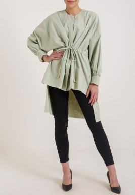 قميص أخضر فاتح متباين الطول
