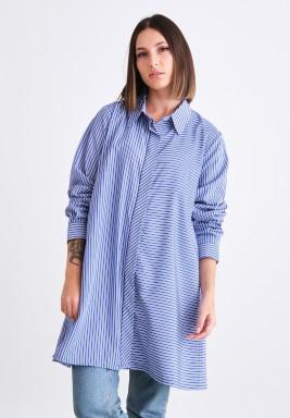 قميص أزرق مخطط بأكمام طويلة