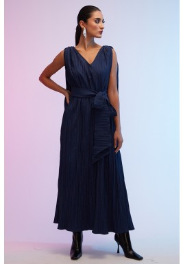 فستان أزرق بكسرات وظهر فضفاض