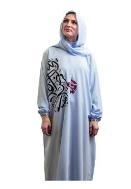 ثوب صلاة أزرق بطبعات الخط العربي