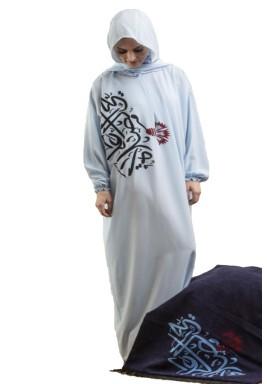 طقم صلاة أزرق بالخط العربي