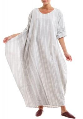 فستان مقلم بمربعات أبيض ورمادي