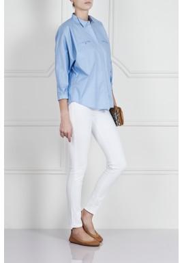 قميص باللون الأزرق