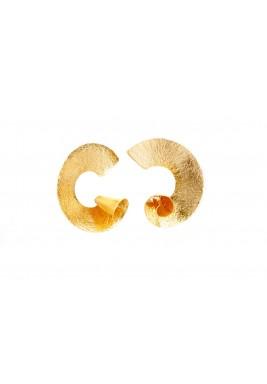 أقراط دبوسية ملتوية مطلية بالذهب