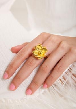 خاتم وردة مطلي بالذهب