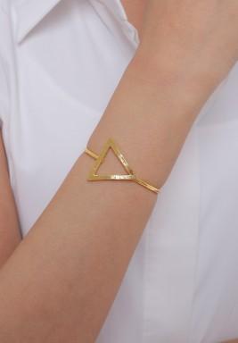 طقم ذهبي أسوارة وخاتم وأقراط تصميم مثلث