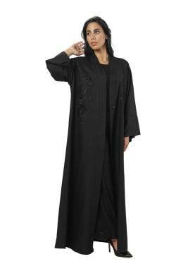 عباية دينا السوداء المطرزة
