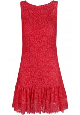 فستان دانتيل باللون الأحمر