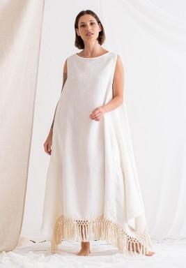فستان أبيض بشراشيب بدون أكمام