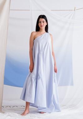 فستان أزرق فاتح بشراشيب وكسرات