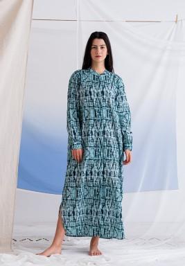 فستان أخضر مطبوع بتطريز عين