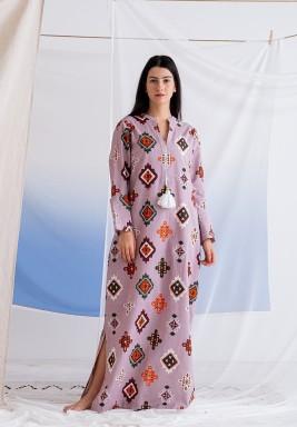فستان بنفسجي ماكسي بطبعة قبلية