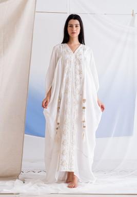 فستان أبيض مطرز مع بطانة