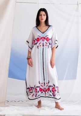 فستان اهوجاس الأبيض بطبعات ورود