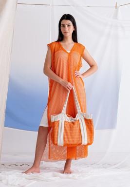 فستان برتقالي مش بدون أكمام