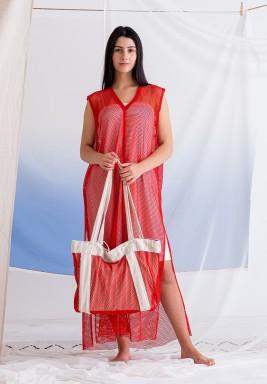 فستان أحمر مش بدون أكمام
