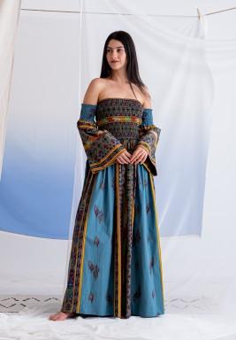 فستان ملون مطبوع مكشوف الأكتاف