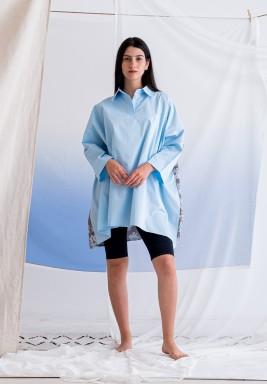 قميص أزرق بظهر مورد