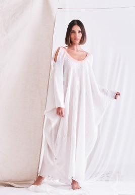 فستان أبيض مجعد بياقة وردية