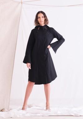 فستان أسود بياقة تشوكر