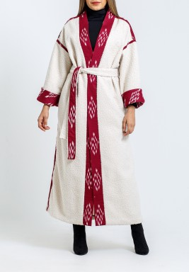 بشت أوف-وايت وأحمر بظهر مطرز