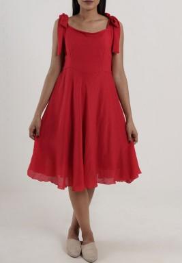 فستان كابري الأحمر بدون أكمام
