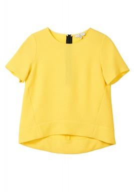 بلوزة صفراء واسعة بأكمام قصيرة