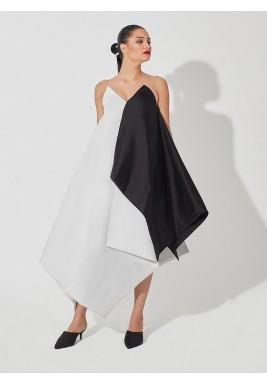 فستان أسود وأبيض بتصميم هندسي