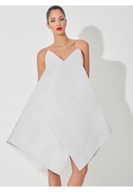 فستان أبيض حرير بتصميم هندسي