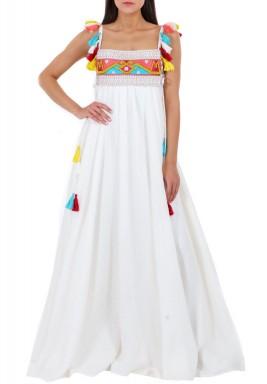 فستان قماش حريري أبيض بتطريز متعدد الألوان
