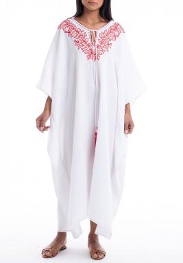 فستان كازبلانكا أبيض وأحمر مطرز