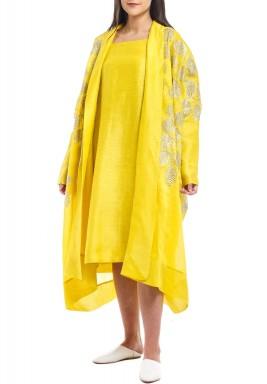 فستان أصفر مطرز حريري مع بشت