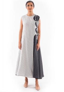فستان أسود وأبيض مخطط متوسط الطول