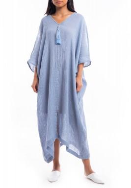 فستان أزرق رقيق متوسط الطول