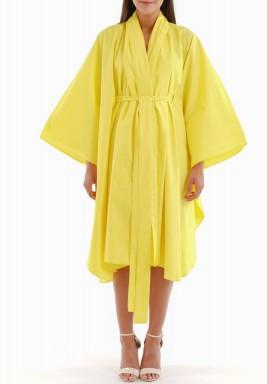 فستان أصفر باكمام واسعة ورفرفا
