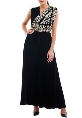فستان أسود بتطريز بيج بدون أكمام