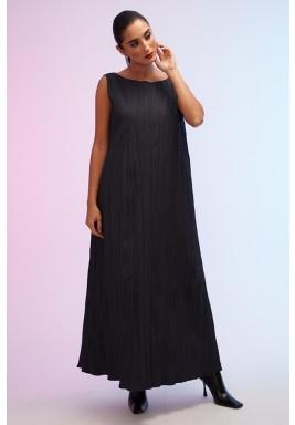 فستان أسود داخلي بكسرات