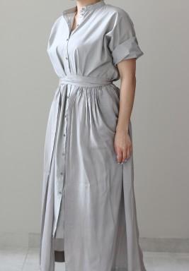 فستان رمادي بنمط قميص وأكمام طويلة من ثري