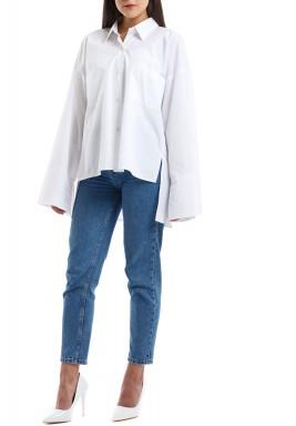قميص أبيض فضفاض متباين الطول