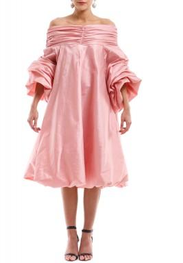 فستان بأكمام مكشوفة وردي