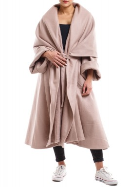 معطف ثقيل وردي كريمي فاتح