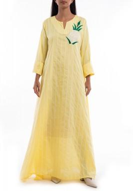 فستان أصفر مخطط بتطريز أناناس