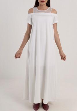 فستان أبيض مزين بشبك عند الياقة