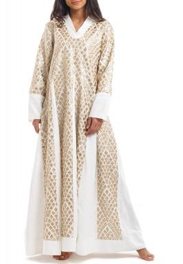 فستان أبيض ماكسي بزخرفات ذهبية