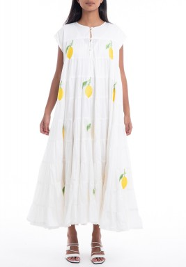 فستان أبيض بطبعات ليمون وأكمام قصيرة